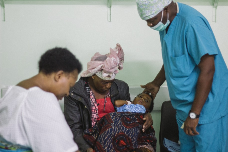 Before going into the operating theater, Chavula prays with Aisha and her mom, as well as one of our private patients