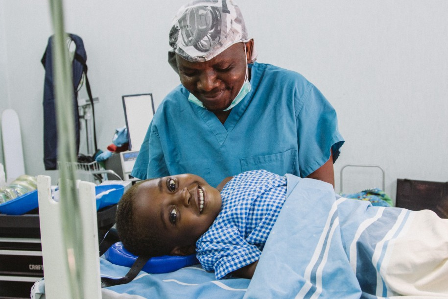Lonjezo isn't scared at all as Chawaya prepares her for anesthesia before surgery.