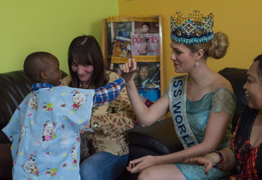 Vinail Apino thanks Miss World for the visit.