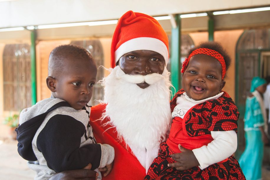 Pere Noel with the children of our facilities manager Yssoufou.