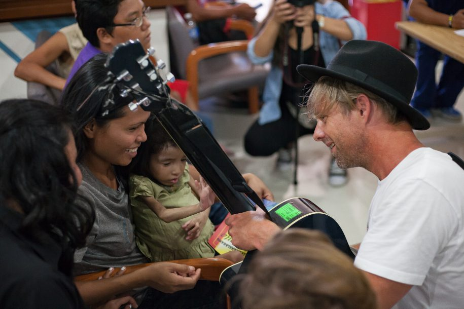 Jon Foreman introduces the guitar to a new generation of musicians during clinic!